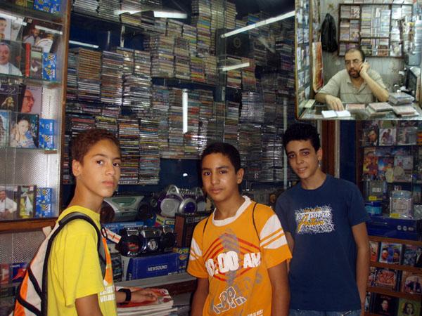 Youssef Bouraqqadi - Coin de la Musique Authentique - 33 Bis Zkak Lahjer - Fes Medina