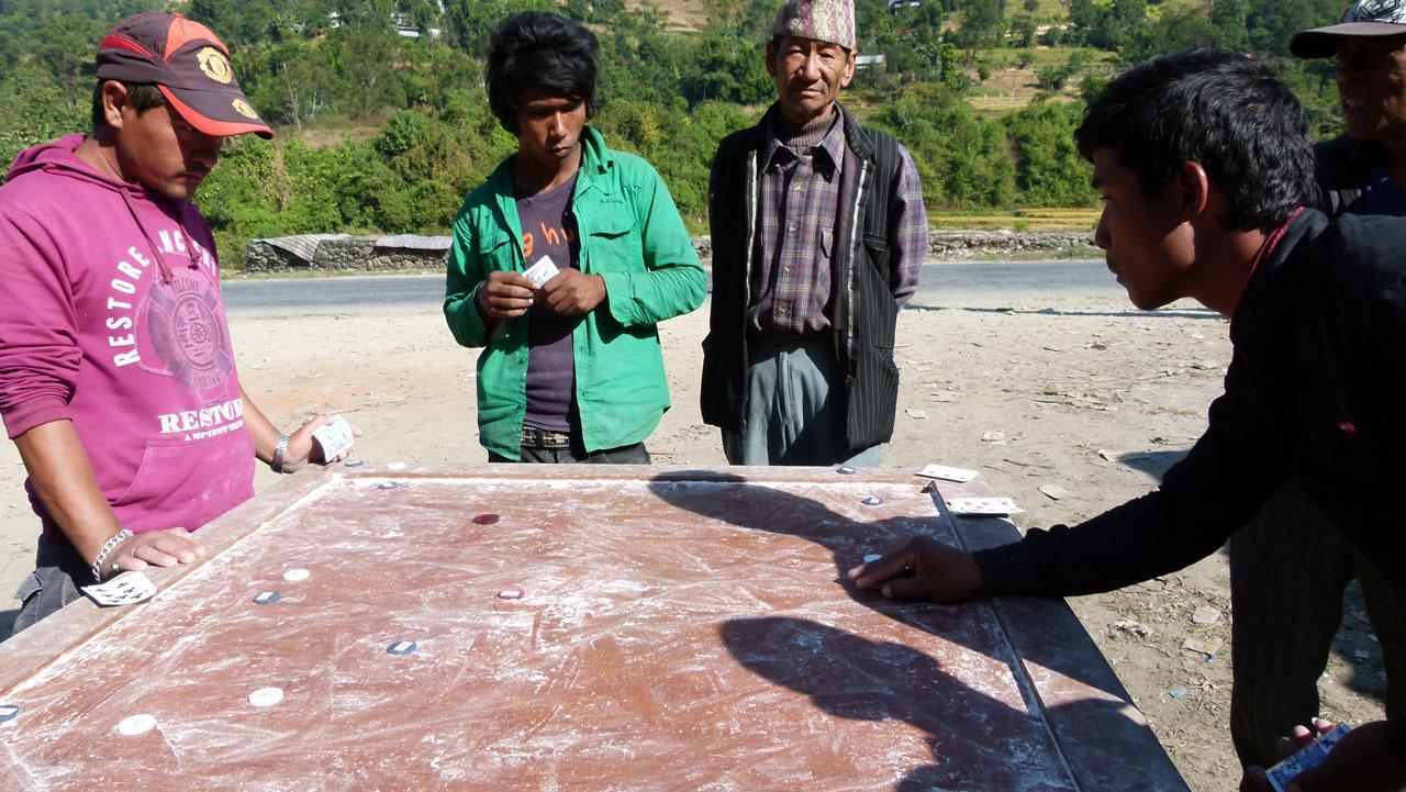 Nepalíes jugando