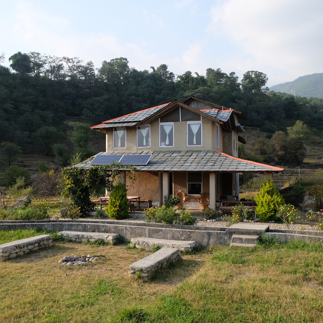 Earth House la casa rural sin cables en Palampur