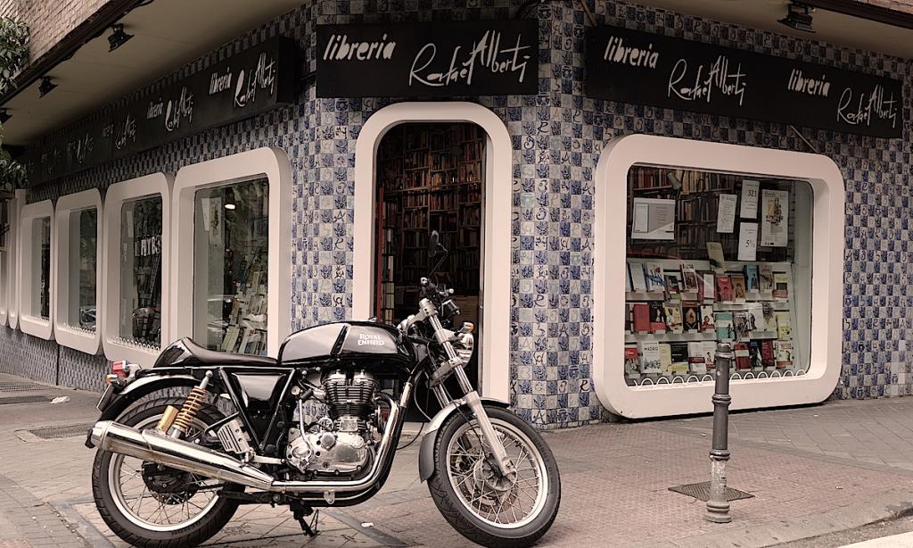 Madrid con chupa de cuero y la Continental GT