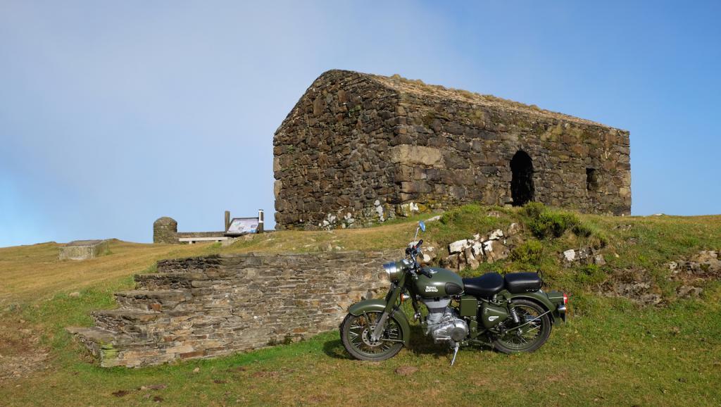 Rías altas, bajas y el fin del mundo en motocicleta